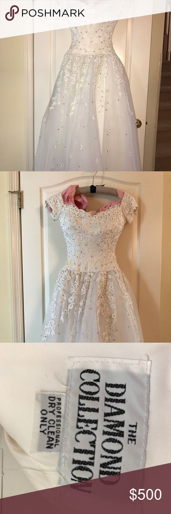 Wedding gown Beautiful white Diamond Collectioon wedding gown. Sweetheart neckline with appliqué daisies and toile bottom. Petite size 0-2 Dresses Wedding
