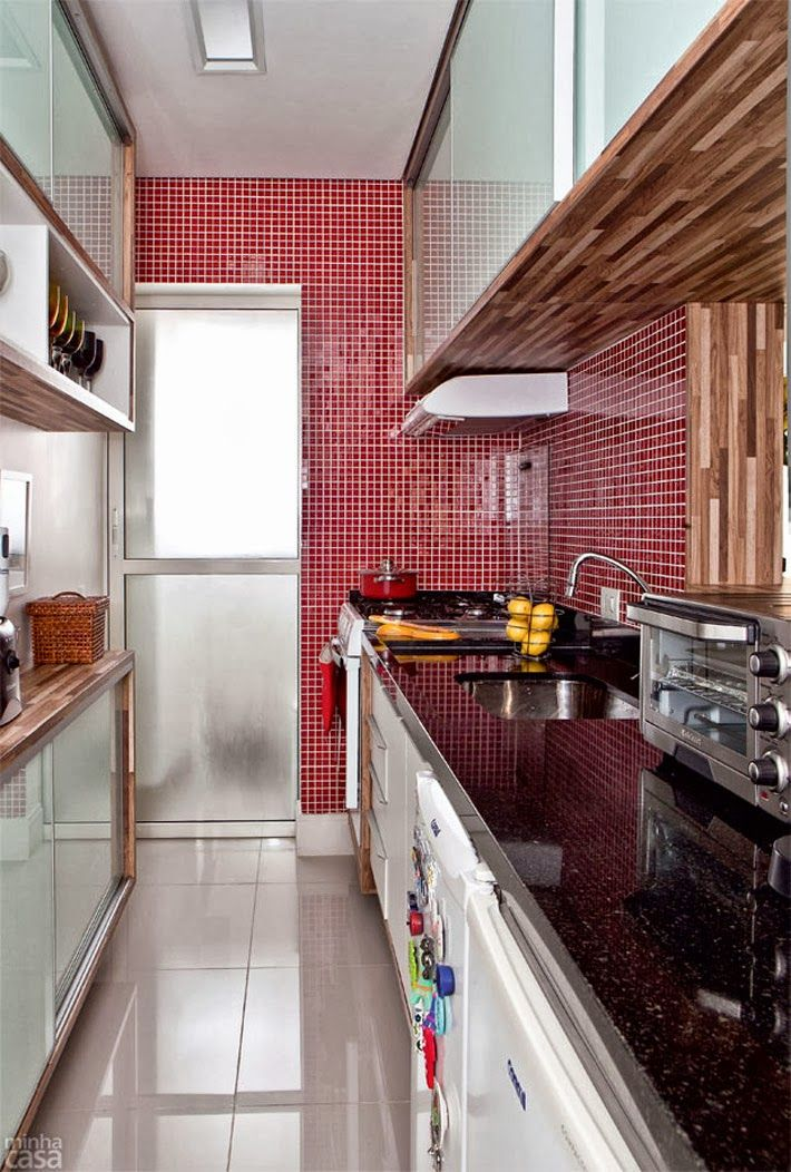 Cozinha com pastilhas vermelha Apartamento pequeno www.comprandomeuape