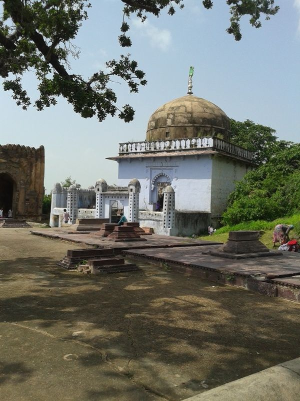Muslim mausoleum at Ranthambore Fort many devotees comes every day. #Fort , #Tiger , #history