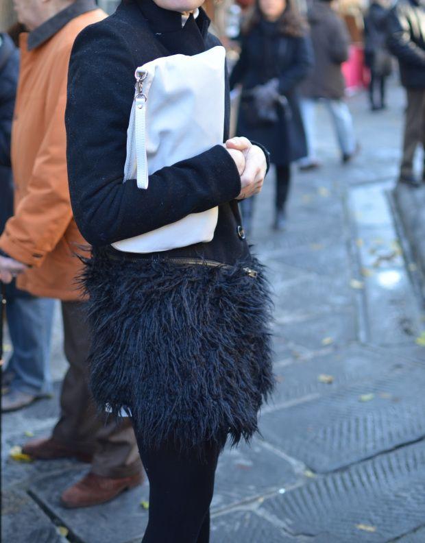 Gonna di neoprene,cappotto peloso, gonna  bianca, gonna Zara, Zara boots, stivaletti con la gonna, Cuoieria fiorentina bag, vintage style, v...