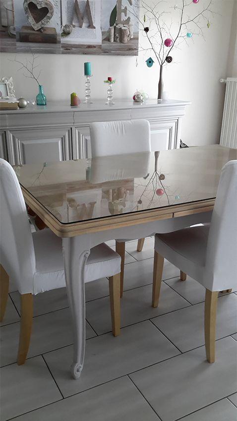 meme table qu'a la maison mais l idee du plateau en verre en plus géniale