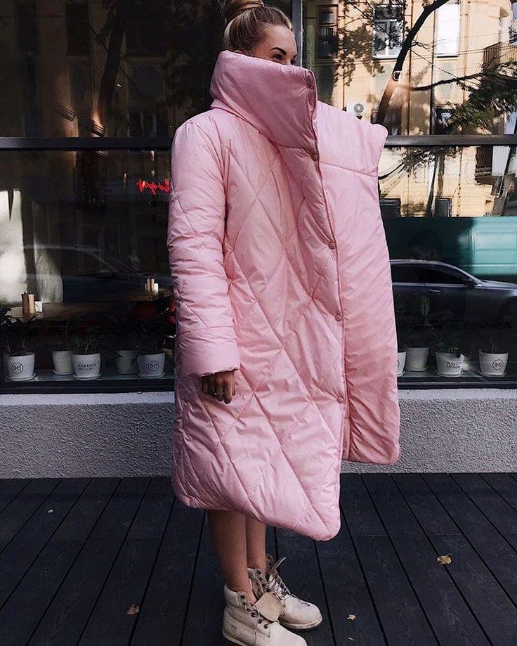 Тебе тепло и мне тепло ☺️. Непромокаемый пуховик - одеяло это просто спасение при мокром снеге ☃️. Да и в розовом цвете как-то веселее . Более того,  наши зефирки есть ещё и в голубом ! Цена 16900 р.