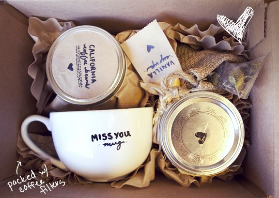 Homemade & Personalized Coffee Gift: Coffee Lovers, Coffee Gifts, Gifts Ideas, Latte Gifts, Diy Gifts, Care Packaging, Easy Gifts, Gifts Boxes, Christmas Gifts