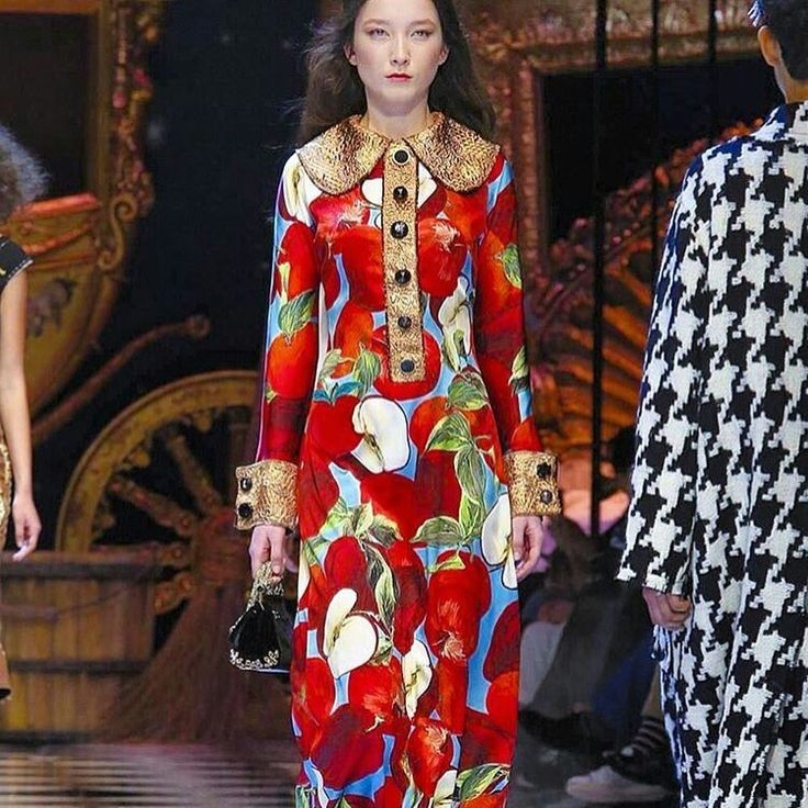 Dolce&Gabbana Fall-Winter 2016-17 #DGFabulousFantasy Women's Fashion Show. Off the Catwalk many Colorful Patterns. Very glamour. More insights on @dolcegabbana and #dgfw17. Also follow @voguerunway and #MFW.