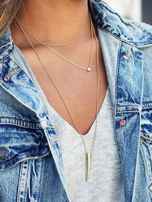 """Sabe aquela expressão """"menos é mais""""? Pois, é. Concordamos, principalmente quando é sobre minimal jewelry. Mas, aí o tal """"menos é mais"""" não diz respeito a quantidade porque nós adoramos criar camad…"""