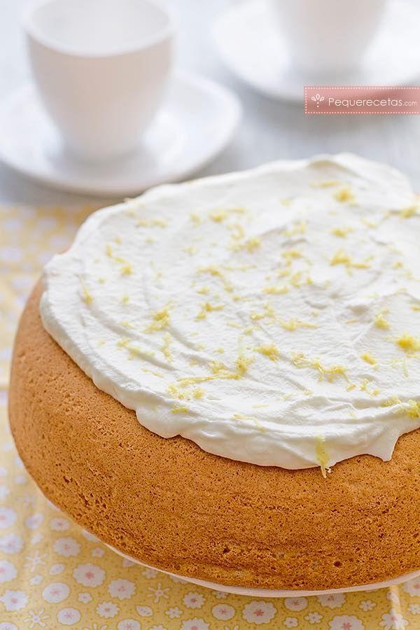 Receta de bizcocho de limón esponjoso. Bizcocho de limón y yogur, una receta fácil. Cómo hacer el bizcocho de limón más esponjoso.