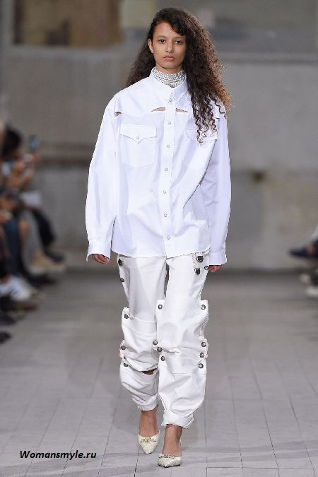 Белые джинсы модны этой зимой