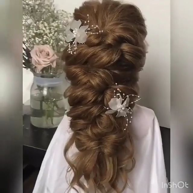 Get inspired with 80+ amazing bridal hairstyle ideas for your wedding day. 💕 // mysweetengagement.com // #wedding #weddinghairstyles #weddinghair #bridalhair #hairstyles #hair #bridalbeauty #hairstyleideas