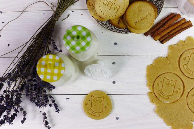 Foremka ta w prosty sposób umożliwi tworzenie oryginalnych wzorów na ciastkach.     Idealnie sprawdzi się zarówno do ciasteczek kruchych, maślanych jak i pierniczków.  Stempel wykonany jest w...