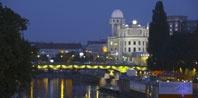 http://www.schick-hotels.com  Five Central Schick Hotels in Vienna.