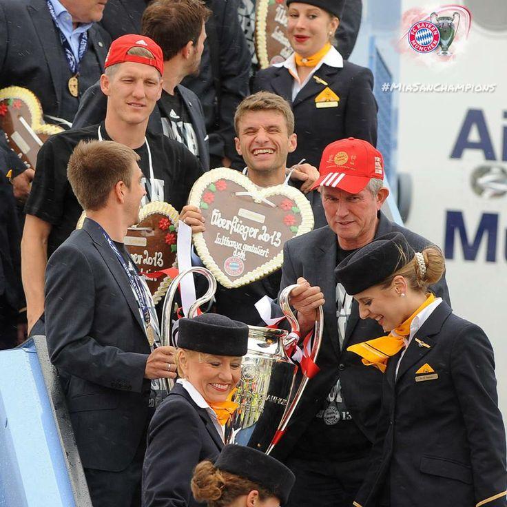 Die CL Sieger 2013 kommen am Flughafen München an. 26.3.2013.