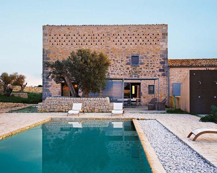 old sicilian house..poolside