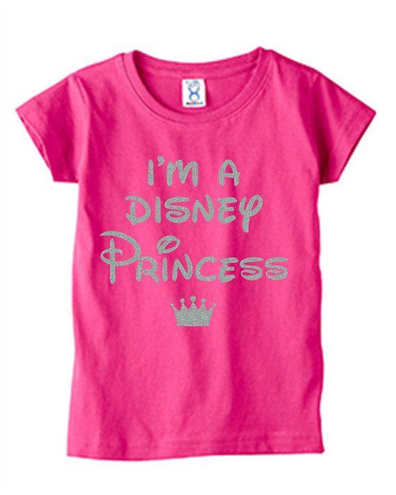 Je suis une chemise d'enfant en bas âge princesse Disney.  Chemise de vacances, d'anniversaire ou une fête avec des paillettes d'argent.  Grand cadeau!