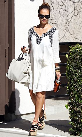 Jessica Alba's Chic Bump Style: April 28, 2011