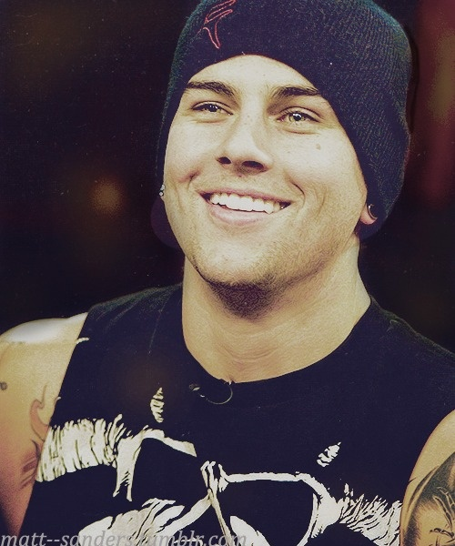 Matt Sanders has to have one of the best smiles and dimples I have ever seen <3 also an amazing singer!!