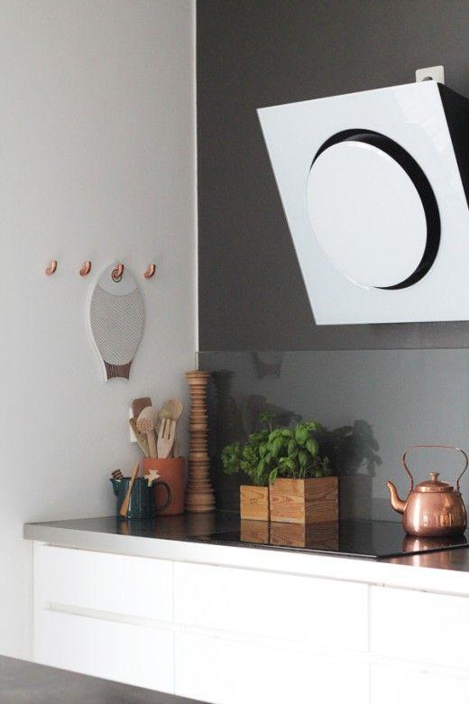 Shades of grey: modern scandinavian kitchen in white and grey. Via elleinterior.se