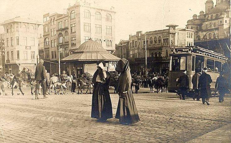 EMİNÖNÜ MEYDANI 1900 LÜ YILLAR