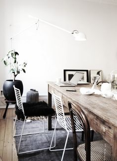 good idea, mixing a rustic natural wood table, with more lightweight and airy industrial metal chairs