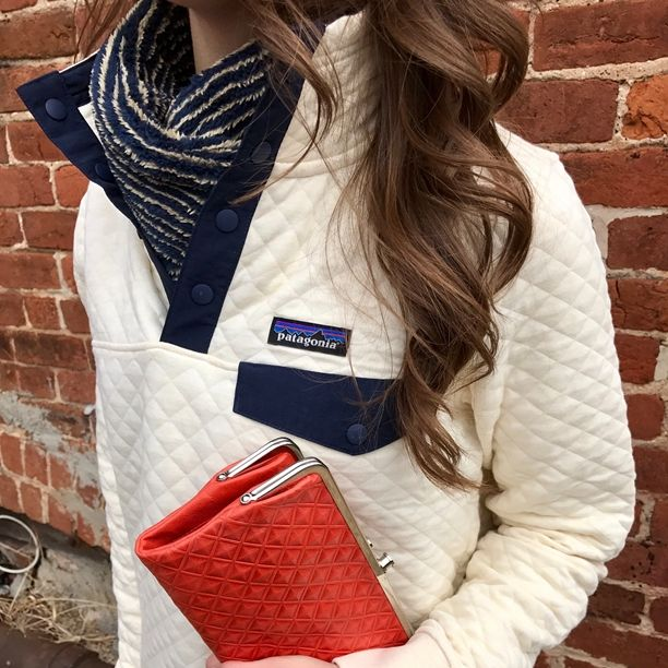 Patagonia Cotton Quilt Snap-T pullover ✅, Mountain Khaki Wanderlust Vest ✅, Hobo Clutch ✅! Outfit