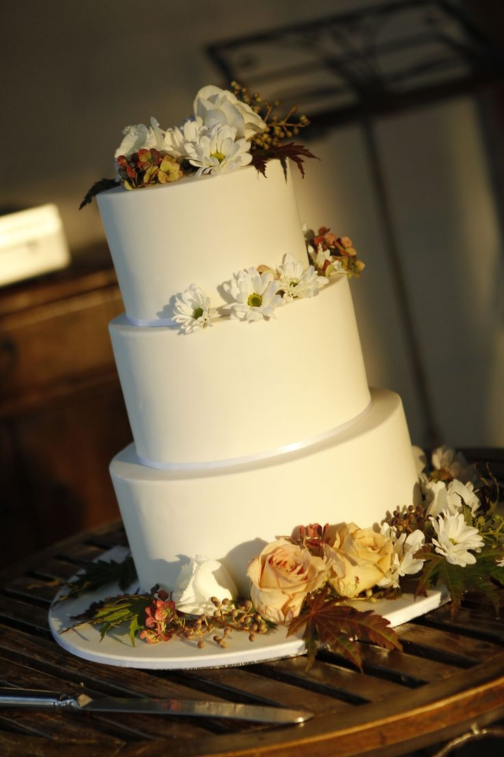 """Cakes Amour """"Blank Canvas"""" cake, decorated by Rita from Blooming Brides."""