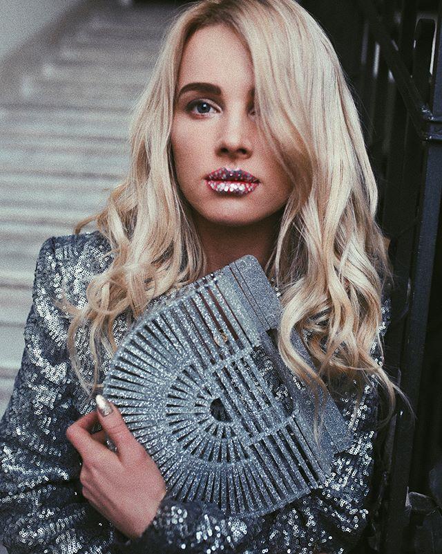 Instagram media by maffashion_official - Bardzo praktyczny sylwestrowy makijaż 🙌🏼😇👿 Pytanie czy na śniadanie?