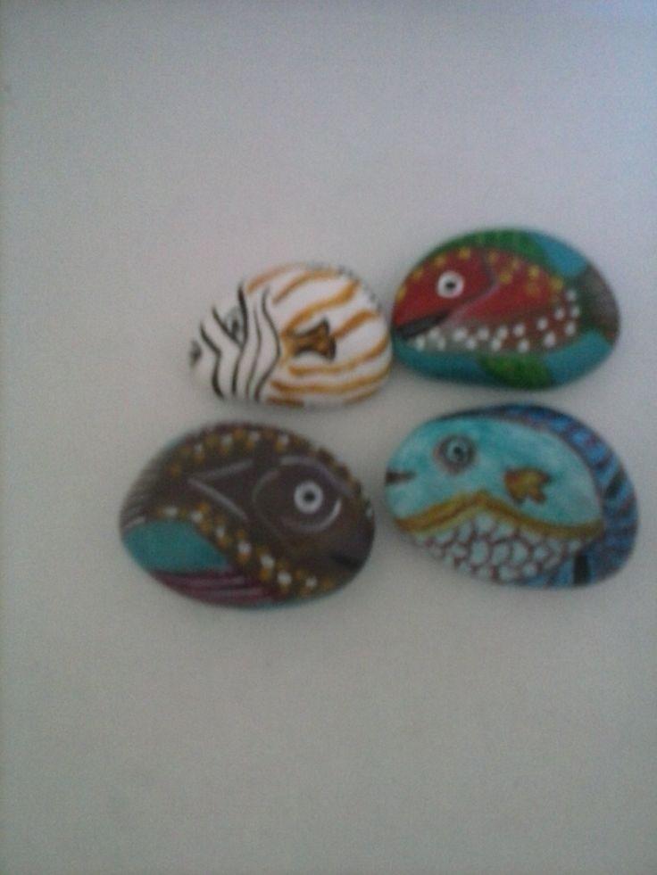 gruppo di quattro pesciolini dipinti con colori acrilici euro 5