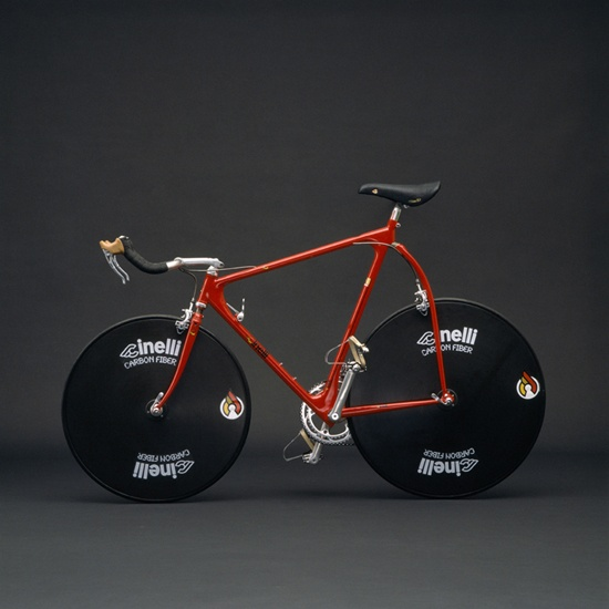 """Cinelli, l'arte e il desgin della bicicletta""  Qui: http://www.bloggokin.it/2012/11/27/cinelli-the-art-and-design-of-the-bicycle/"