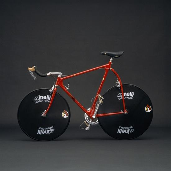 """""""Cinelli, l'arte e il desgin della bicicletta""""  Qui: http://www.bloggokin.it/2012/11/27/cinelli-the-art-and-design-of-the-bicycle/"""