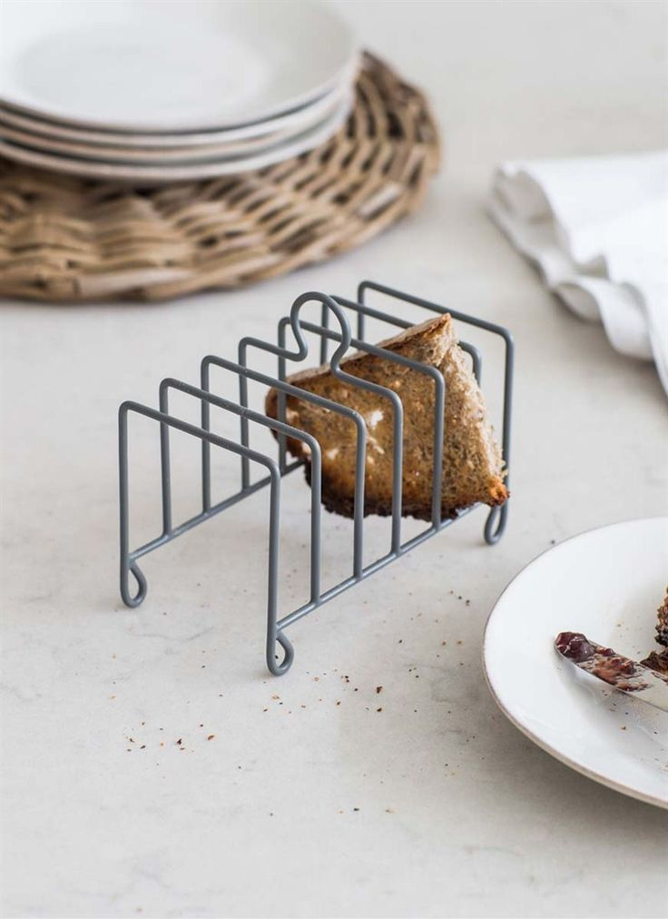 Make every breakfast a proper occasion with this smart Toast Rack finished in our Charcoal colourway!