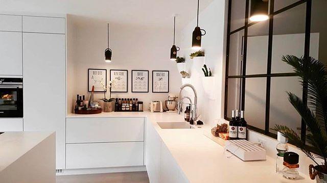 WEBSTA @ onefunkyfurniture - En glasvæg fra @onefunkyfurniture giver en fed kontrast i ethvert rum..Her ses en løsning vi har leveret i et helt nyt køkken, hvor de hvide flader bliver brudt rigtig flot af de rå jern og den mørke farve.. går du med tanker om at få lavet en glasvæg? Så kontakt os endelig for et uforpligtende tilbud..