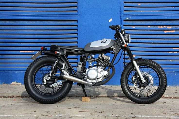 Cafe Racer Obsession: FLIRTY LITTLE. Customización de una Yamaha SR125.