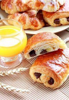 Croissants et Petit pain au chocolat fourrés aux amandes