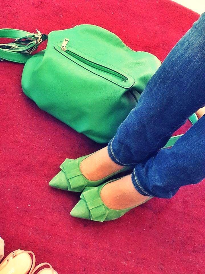 décolleté kitten shoes #danieletucci in camoscio verde con fiocco e tacco basso... vivi la tua primavera a colori!!  #madeinitaly #madeinmarche #italianfashio #italianstyle #italianshoes #scarpeitaliane