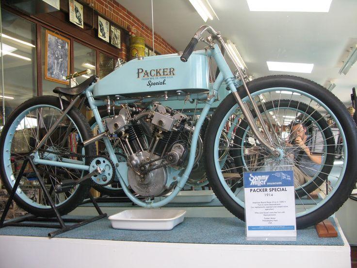 1914 Packer 1000cc three-valve desmo https://4.bp.blogspot.com/-fAyte-JENow/V50FjMCniOI/AAAAAAAAIbQ/zLx7DjLSlUYh6nctZuoac-5rRcq4X2BfgCLcB/s1600/IMG_3234.JPG