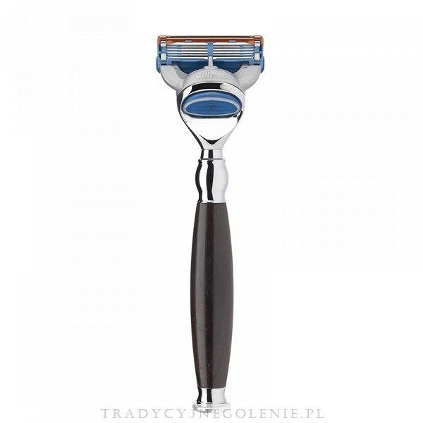 Elegancka maszynka do golenia z linii SOPHIST na wymienne wkłady Gilette Fusion, rączka z prawdziwego drewna afrykańskiego. Każdy szczegół maszynki został dopracowany przez fachowców. Wszystko wykończone jest wysokiej jakości chromowaniem.