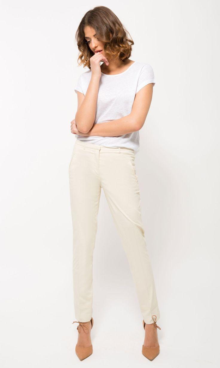 Eleganckie spodnie damskie z szerokimi lub wąskimi nogawkami stworzą znakomity duet z koszulową bluzką i marynarką. Zapraszamy do naszego sklepu - wyjątkowe spodnie damskie tylko u nas!