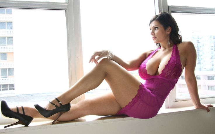 Denise Milani Beautiful Czech Model Wallpaper