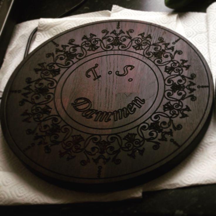 Serverings/skærebræt med indgravering