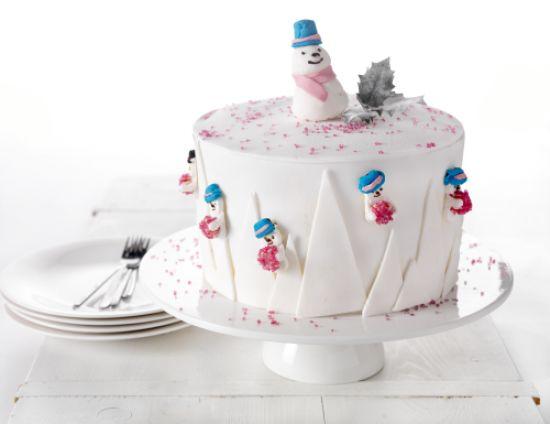 Hoge taart met sneeuwpoppen