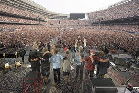 The rock band The Grateful Dead waves to the crowd before their final concert at Soldier Field stadium in Chicago, Illinois July 5, 2015, tearful fans in Chicago's Soldier Field.   REUTERS/Copyright by Jay Blakesberg