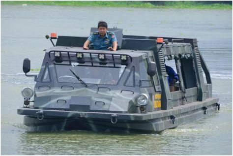 kendaraan-amfibi-Marinir TNI-al-1