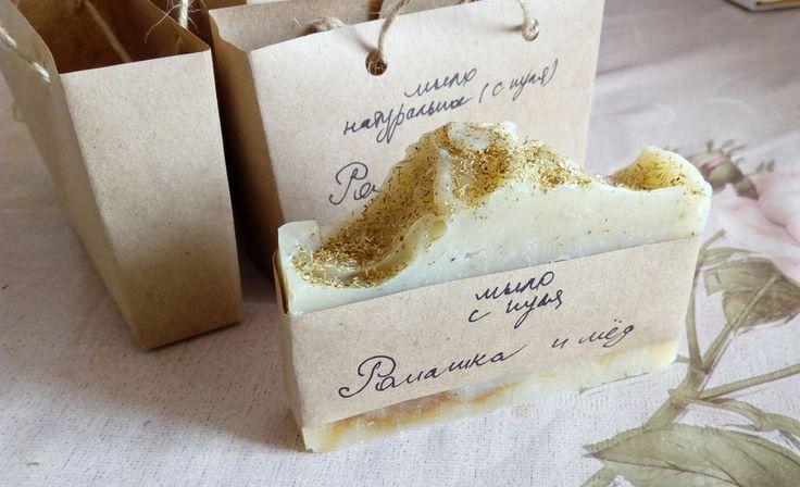 Давайте вместе разберемся: из чего же лучше делать мыло: из основы или с нуля. И чем хороши эти два вида мыла, а чем не очень. Ну и, соответственно, увидим: почему постепенно все мыловары, начиная свой творческий путь с мыла из основы, все-таки переходят на мыло с нуля. Во-первых, что такое мыло из основы? Мыло из основы делается из готовой, полуфабрикатной смеси различных ПАВов (то есть