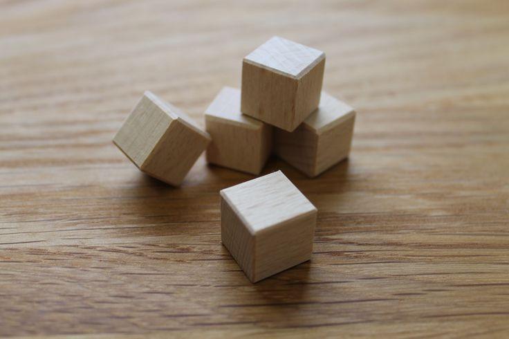 Buková+kostka+zkosené+hrany+15+x+15+x+15+mm+Je+možné+za+příplatek+nechat+na+kostku+cokoliv+vygravírovat.