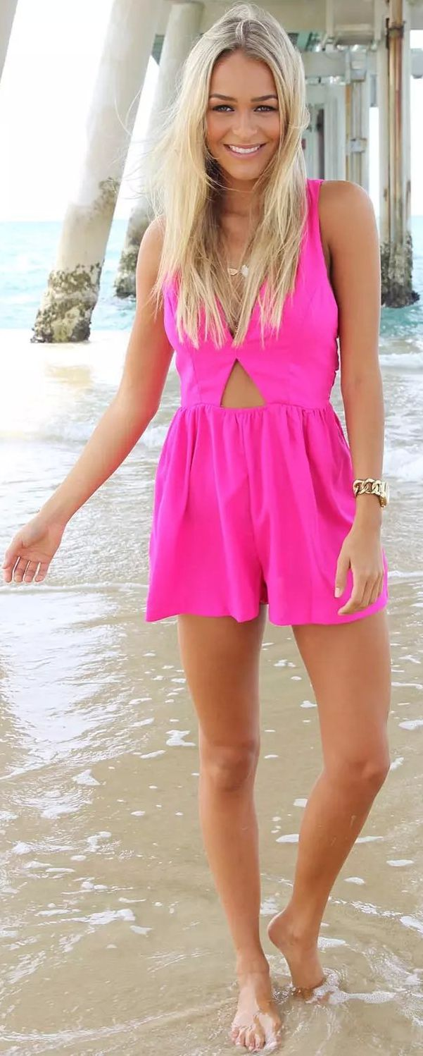 This romper is stunning! The gorgeous color with the back crossings. This playsuit is perfect for those hot days and a total stand out piece!Shop this hot pink look at CUPSHE.com Free Shipping!