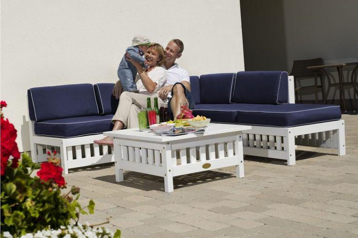 Soffgrupp Tullstorp i vitt FSC-märkt trä. Loungesoffa med divandel, inklusive dynor!