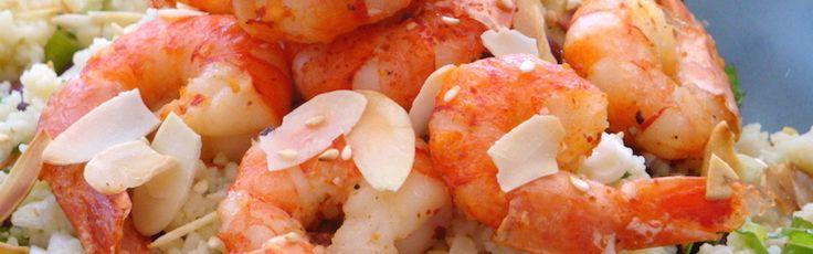 <p>Un insalata fresca, gustosa e soprattutto preparata in un attimo… Ingredienti per 2 10 gamberi (facoltativo) 4 cucchiai di fagioli rossi, cotti e sgocciolati 1/2 tazza di cous cous 1 cipollotto 1 gambo di sedano 1 limone 5-6 cucchiai di olio d'oliva 20 fogli di menta 2 gambi di prezzemolo …</p>