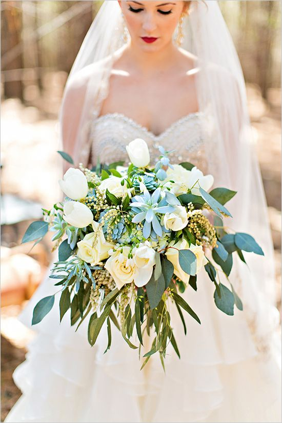 green and ivory wedding bouquet @weddingchicks