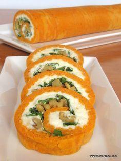 Rollo de pimientos de piquillo con queso, rúcula y nueces                                                                                                                                                                                 Más