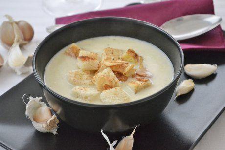 Innsbrucker Knoblauchsuppe schmeckt einfach lecker. Knoblauchsuppen-Rezepte gibt es einige, aber dieses Rezept ist einfach hervorragend.