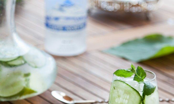 Cape North vodka(artikelnummer på Systembolaget är 86471) Härligt fräsch och frisk drink med vodka, lime, gurka och mynta! Beställ Cape Northhär.